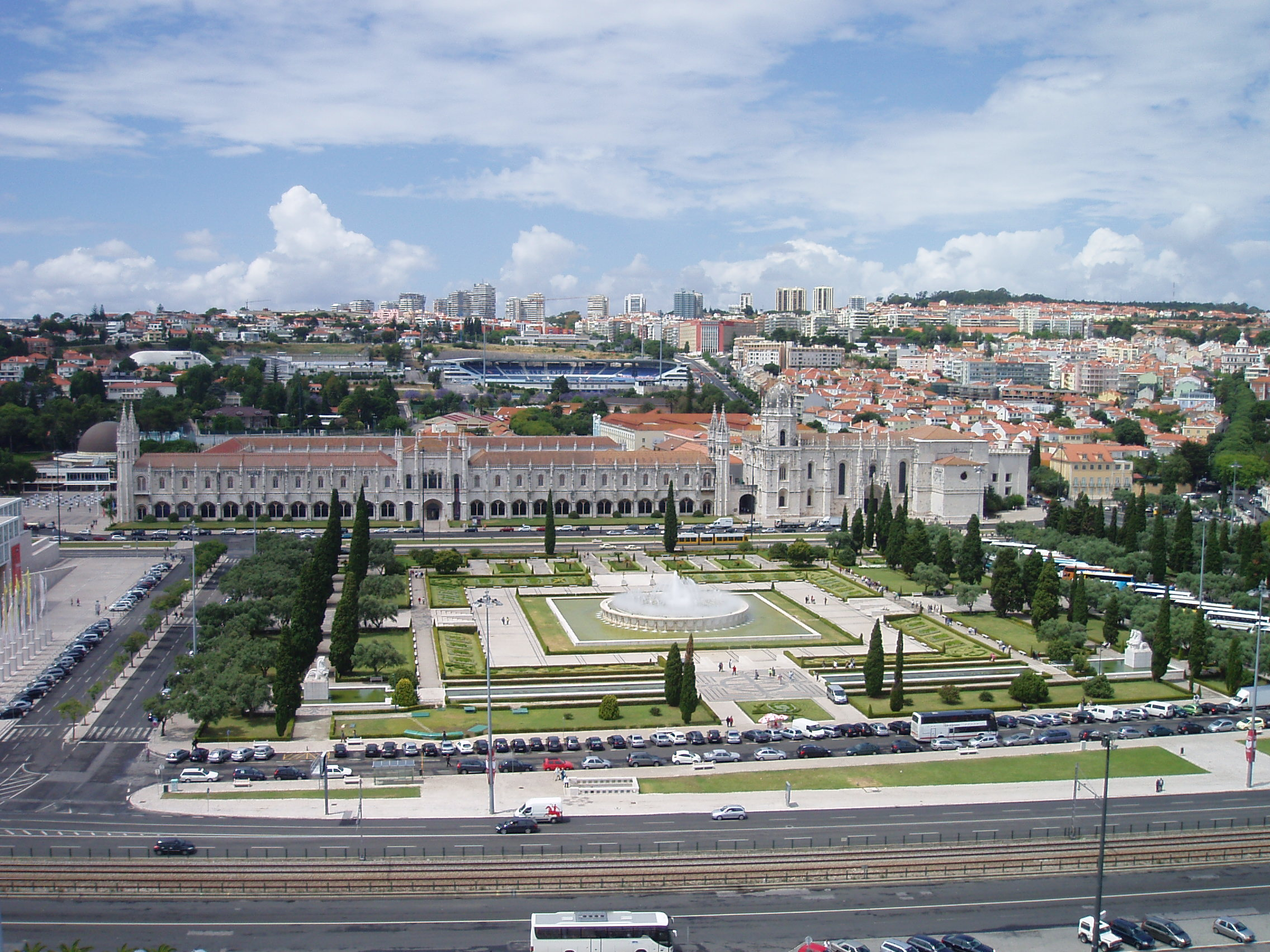 Inland_view_in_Lisbon_from_the_top_of_the_Monument_to_the_Discoveries