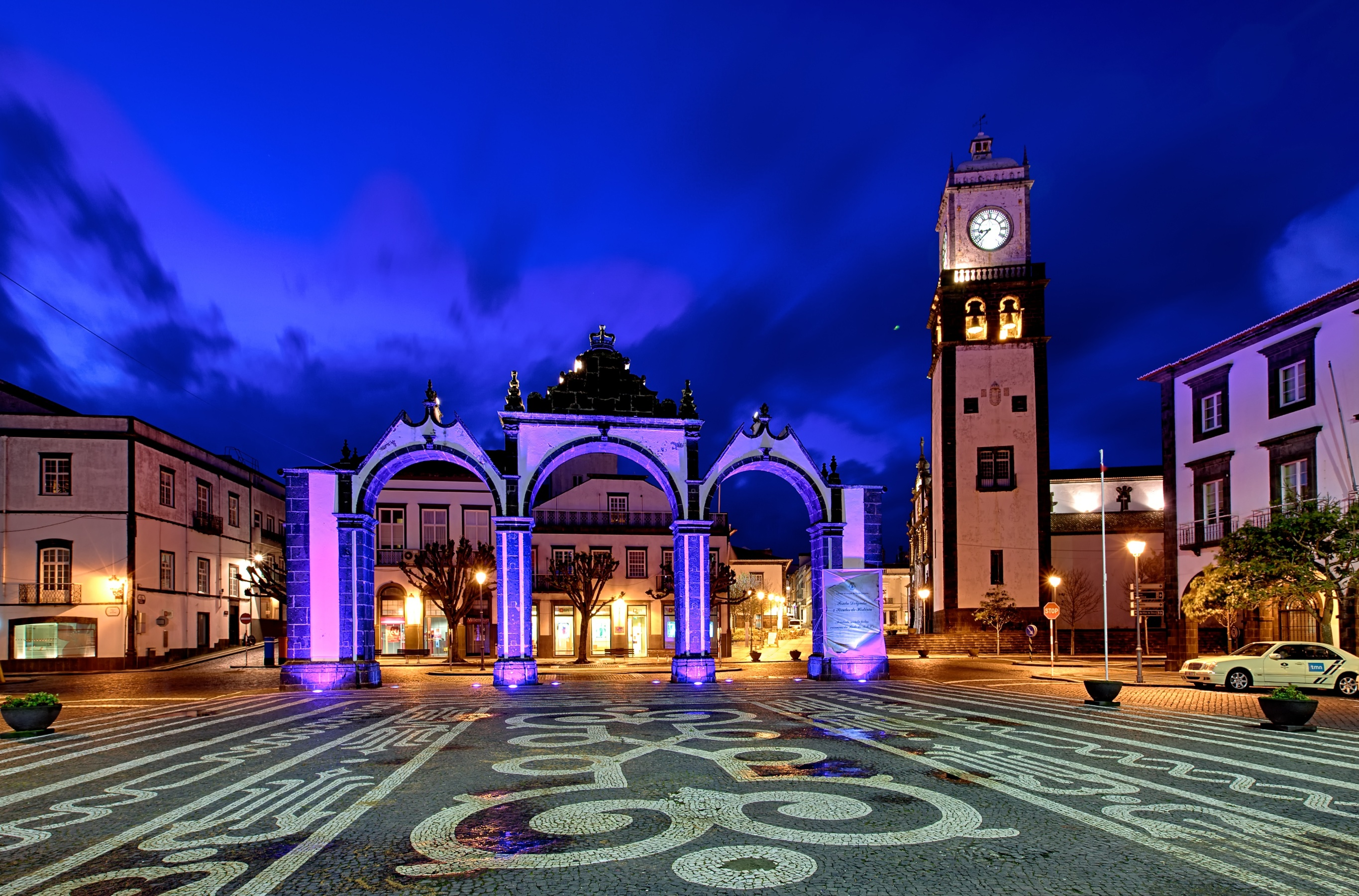 Ponta_Delgada_Azores_-_2013-04-02_-_90143539
